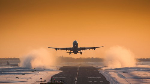 Finnair-Plane-Snow-930x523