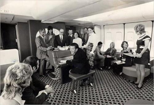 Algumas aeronaves tinham bar com direito a música ao vivo