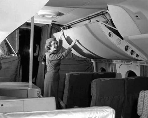 O compartimento para bagagem de mão era enorme