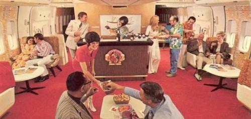 Passageiros na Primeira Classe de Boeing-747 da Continental Airlines na década de 1970
