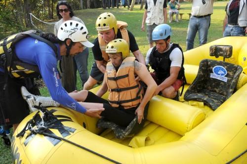 convidada-estrangeira-sendo-preparado-para-prc3a1tica-rafting