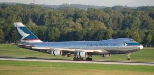 B-747-267B(SF)_Cathay_Pacific_Airways_Cargo_B-HIH_LANDING_2