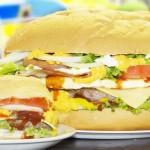 Mega hambúrguer de 4 quilos faz sucesso em casa no Butantã
