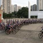 Grupo de ciclistas promove Pedalada de Natal em São Paulo