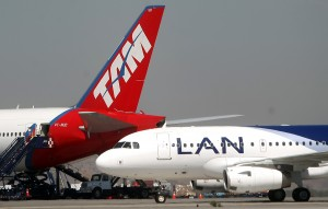 25.03.2010  Fotografias de aviones LAN Chile en la loza del aeropuerto de Santiago   Fotos : Felipe Gonzalez P.