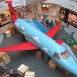 Avião interativo promove diversão e conhecimento para crianças