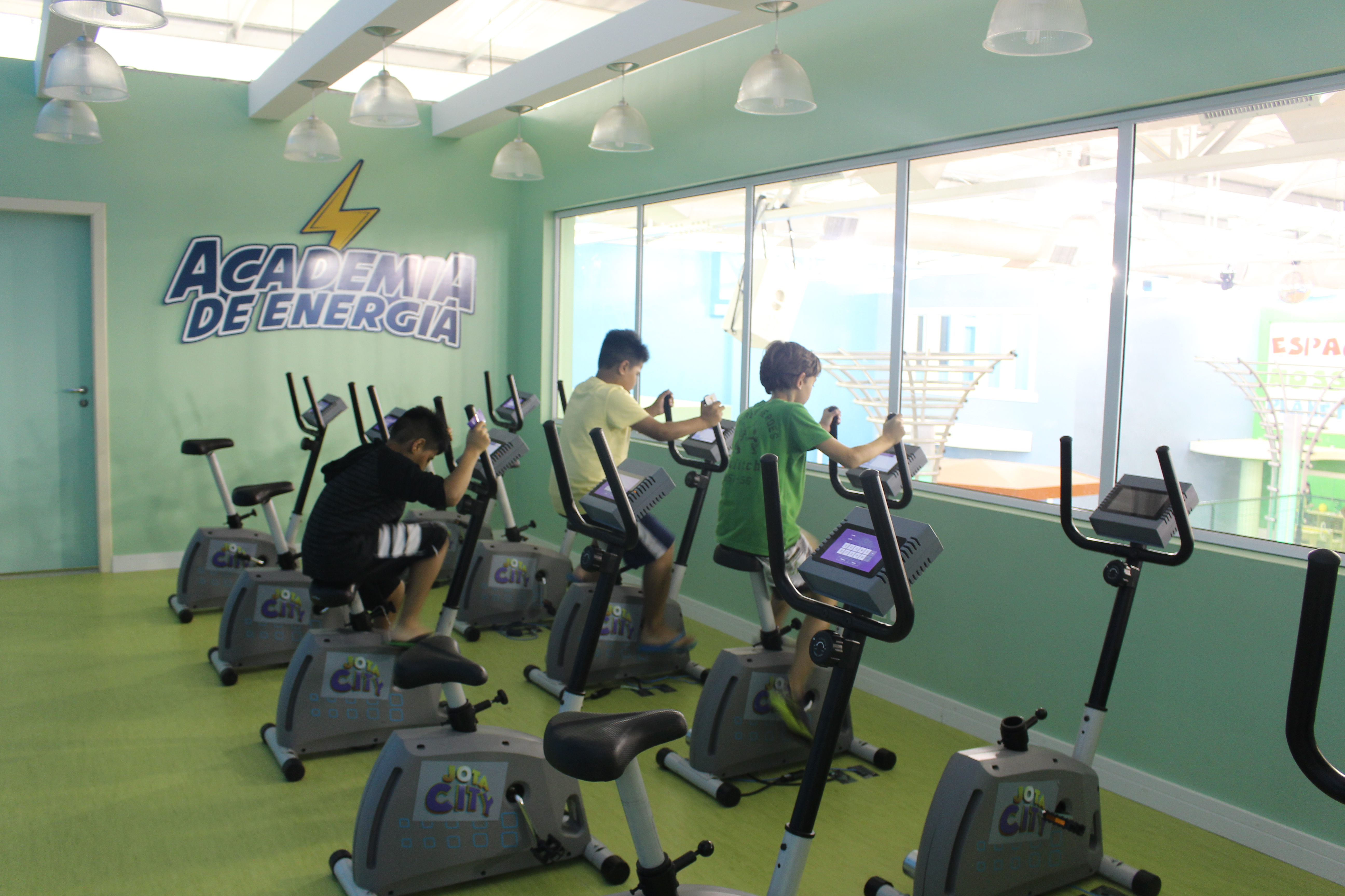 A criançada gerando energia para Jota City (Revista Embarque)