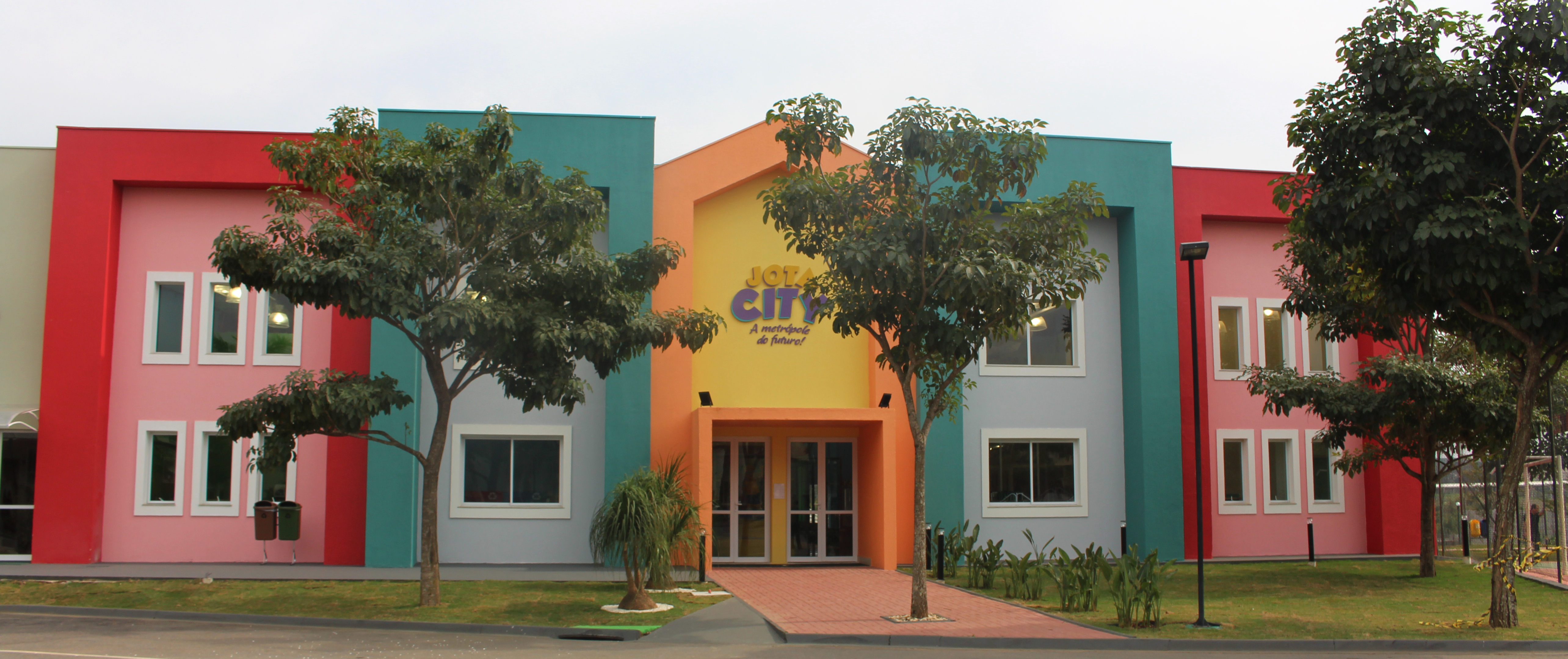 Fachada da Jota City (Revista Embarque)