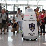 Aeroporto de Shenzhen, na China, aposta em robôs para fazer a patrulha