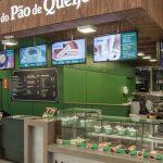 Azul fecha parceira com Casa do Pão de Queijo e oferece folhados e café a bordo