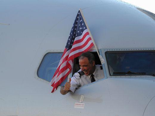 piloto comemora aterrissagem na capital Havana - divulgação