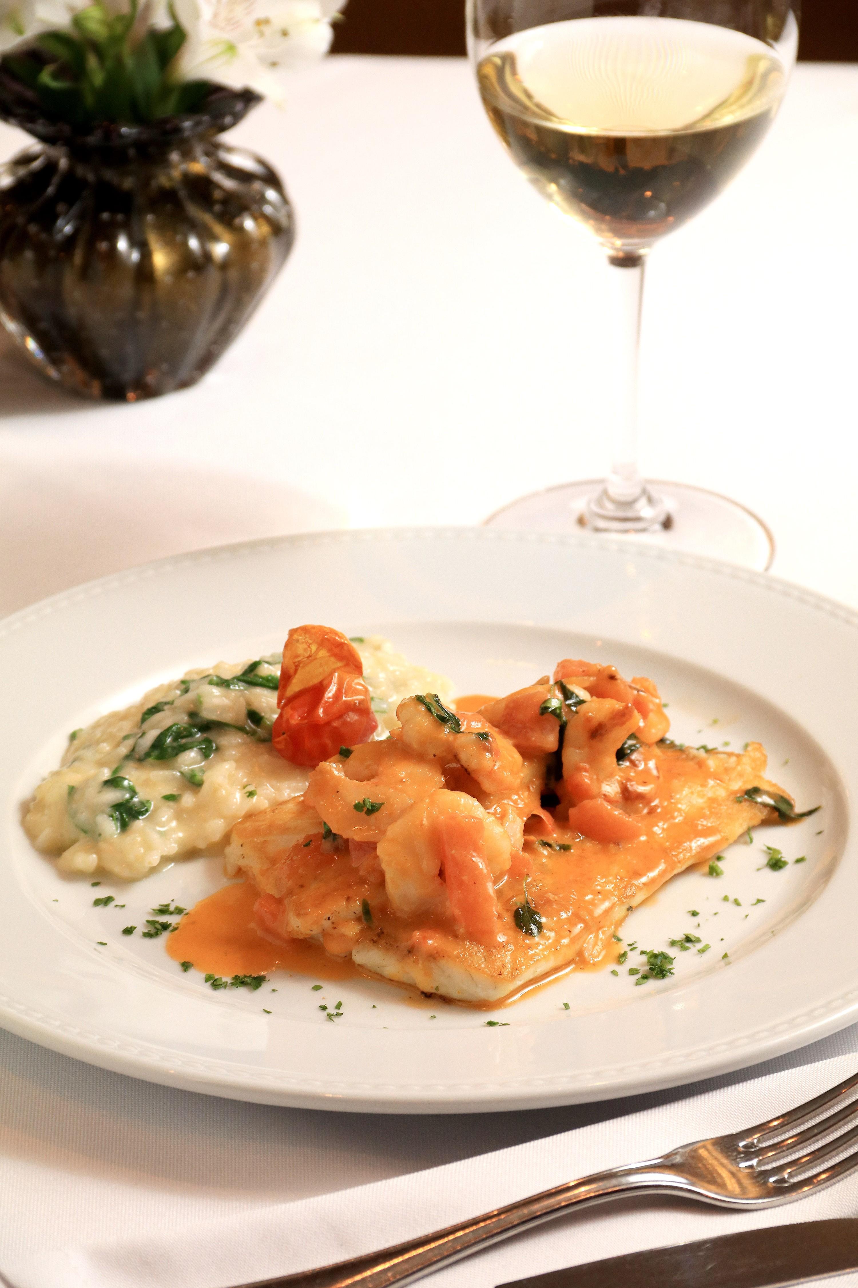 Linguado grelhado com molho de camarão e risoto de rúcula - Terraço Itália Divulgação