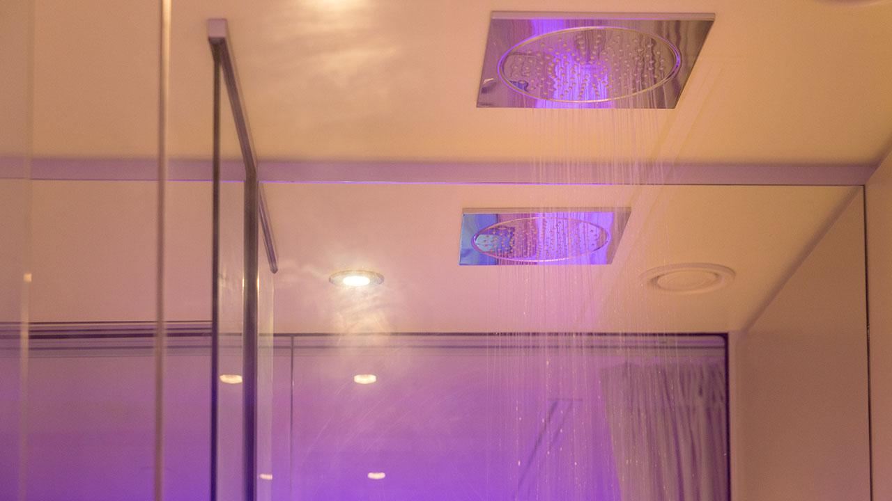 yotelair-cdg-shower-head