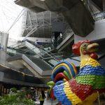 Galo da Madrugada dá boas-vindas aos passageiros no Aeroporto de Recife