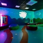 Aeroportos criam salas sensoriais para passageiros com autismo