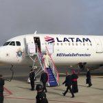 Papa Francisco chega à America do Sul com avião da LATAM