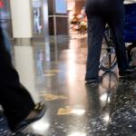 Guia apresenta informações importantes para pessoas com necessidades especiais que vão pegar voo nos EUA
